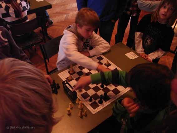 2010-11-10-Schulschach_Jonas-Maurer-in-Aktion.jpg